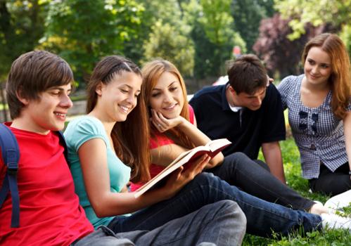 grupo-estudantes-livro-jardim.jpg