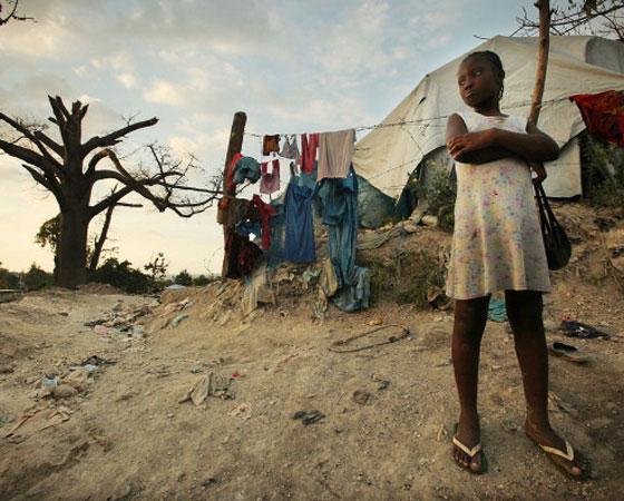 """Em 2012, os candidatos tiveram que produzir um texto sobre imigração no país. A prova trazia como texto de apoio um trecho do site do Museu de Imigração explicando o contexto dos movimentos imigratórios para o Brasil e dois outros textos sobre a imigração de bolivianos e de haitianos em direção ao Brasil. Havia também um mapa com o trajeto percorrido por haitianos para entrada no Brasil a partir do Acre. Muitos estudantes que fizeram a prova disseram que foram """"pegos de surpresa"""" com o tema. Mas, pelo menos para os leitores do Guia do Estudante, a questão não foi novidade. No primeiro semestre daquele ano, o GUIA DO ESTUDANTE ATUALIDADES fez uma matéria que abordava a questão do crescimento da entrada de estrangeiros no Brasil nos últimos anos.<span><a href=""""http://guiadoestudante.abril.com.br/enem/a-migracao-sob-o-impacto-da-crise/"""" target=""""_blank"""" rel=""""noopener"""">Ela pode ser conferida aqui</a>. Também entrevistamos</span>estudantes que tiraram nota acima de 900 pontos para saber o que eles fizeram para ir bem na prova. <a href=""""http://guiadoestudante.abril.com.br/blog/redacao-para-o-enem-e-vestibular/veja-dicas-dos-estudantes-que-tiraram-mais-de-900-pontos-na-redacao-do-enem-2012-e-prepare-se/"""" target=""""_blank"""" rel=""""noopener"""">Vale a pena dar uma conferida nas dicas</a>!"""