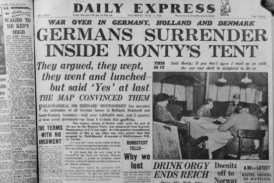 Capa do jornal Daily Express do dia 5 de maio de 1945 noticia a rendição alemã para o Marechal Montgomery, também conhecido como Monty. (Foto: Express / Getty Images)