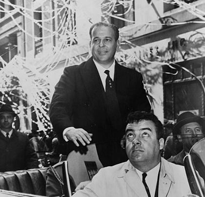 A Ditadura militar no Brasil governou o país a partir do dia 1º de abril de 1964, quando o presidente João Goulart (foto) foi derrubado pelo exército. O golpe teve o apoio de políticos importantes, como José de Magalhães Pinto, governador de Minas Gerais, e Carlos Lacerda, governador do antigo estado da Guanabara.
