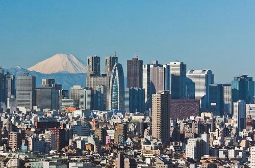 Depois de sair derrotado na Segunda Guerra Mundial, o Japão se reergueu em boa parte graças ao auxílio dos Estados Unidos. O país se tornou produtor de produtos eletrônicos, além de ter desenvolvido a indústria química e automobilística.