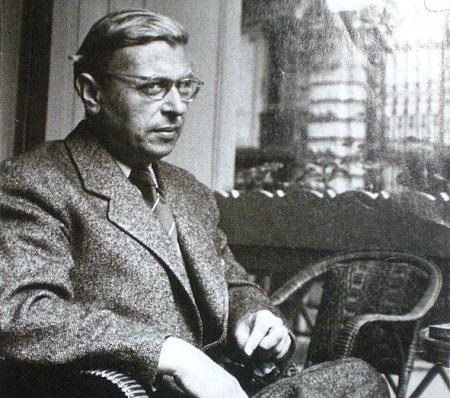 Para Sartre, a existência humana não necessita mais de justificativa exterior. Sua pergunta primordial é: O que é existir como ser humano? (Foto: Wikimedia Commons)