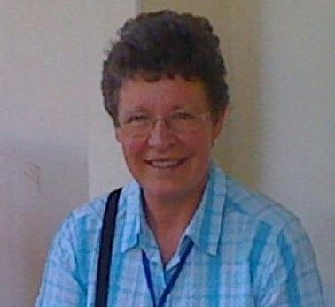 Essa cientista irlandesa poderia ser uma das poucas mulheres que receberam um Prêmio Nobel de Física. Poderia. Uma pesquisa em que ela teve participação ativa acabou levando o Prêmio de 1974, mas o vencedor oficial foi o supervisor dela. Apesar disso, Jocellyn Bell Burnell é reconhecida com uma das grandes astrônomas do mundo e teve papel na descoberta das pulsares, estrelas de nêutrons densas e muito  pequenas.