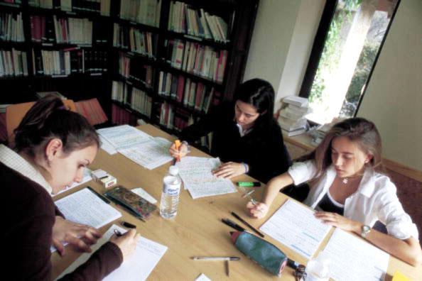 jovens-estudando-biblioteca.jpg