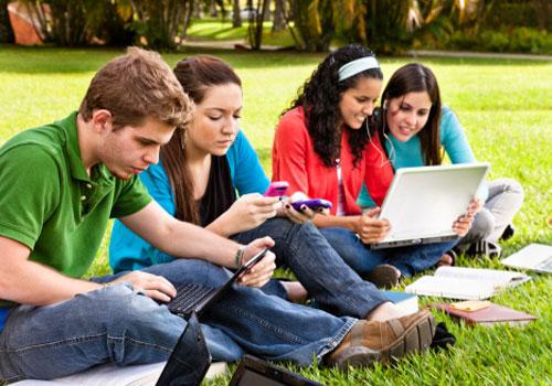 jovens-estudando-sol.jpg