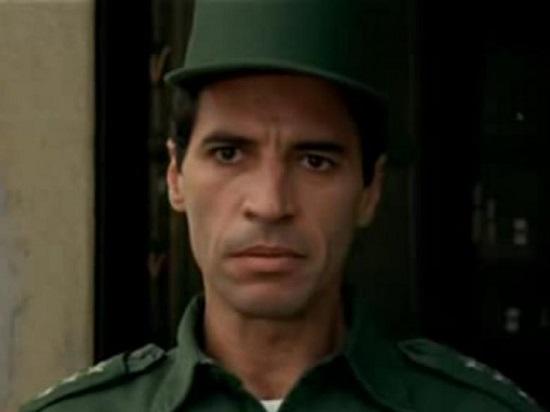 Lamarca (1994) - A vida do guerrilheiro e militar Carlos Lamarca, um dos líderes da luta armada contra a ditadura militar, é o tema deste filme. Ele largou o exército para se tornar um dos comandantes da Vanguarda Popular Revolucionária, em 1969.