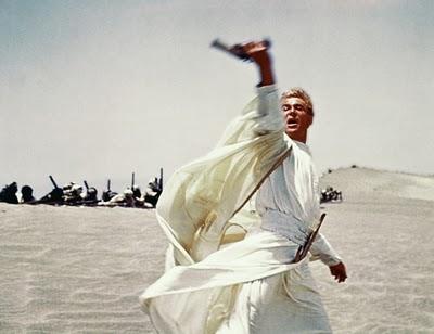 Lawrence da Arábia (1962) - Outro filme que sempre é citado como um dos maiores de todos os tempos. Nele, conhecemos o militar britânico T.E. Lawrence, que durante a Primeira Guerra Mundial teve um importante papel nas lutas que ocorreram na península arábica.
