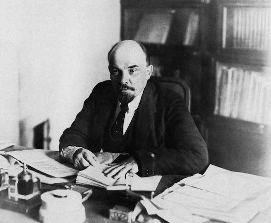 Após a Revolução Russa de 1917, Lenin assumiu o poder. Uma de suas primeiras medidas foi retirar a Rússia da Primeira Guerra Mundial. (Foto: Wikimedia Commons)