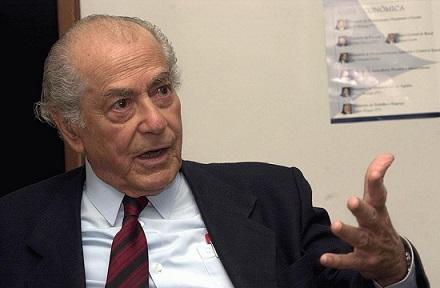 O primeiro passo para a luta armada partiu de Leonel Brizola, ex-governador do Rio Grande do Sul. Exilado no Uruguai, ele fundou o Movimento Nacionalista Revolucionário e mandou guerrilheiros para treinamento em Cuba.
