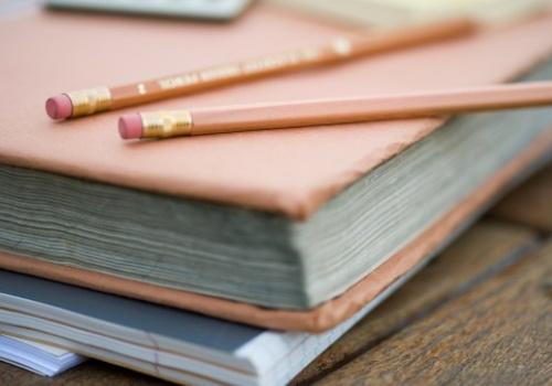 livro-caderno-lapis.jpg