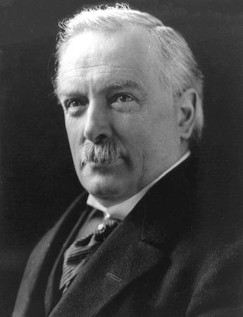 Primeiro-ministro britânico entre 10 de abril de 1890 e 26 de março de 1945, liderou o país politicamente durante toda a guerra, e representou a Inglaterra na Conferência de Paz de Versalhes, onde foi assinado o tratado que impôs sanções à Alemanha pelos danos causados na Guerra.