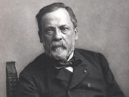 Em 1865 foi a vez do químico francês Louis Pasteur desenvolver um método de descontaminação, a famosa pasteurização. (Foto: Wikimedia Commons)