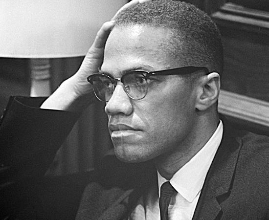 MALCOLM X (1925 - 1965) - Foi um dos maiores defensores dos direitos dos negros nos Estados Unidos. Fundou a Organização para a Unidade Afro-Americana. Foi assassinado por radicais contrários às suas ideias.