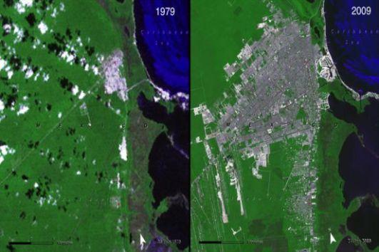 A cidade mexicana se expandiu de forma rápida e, hoje, conta com 3,9 milhões de habitantes. O preço da expansão desordenada foi pago pela população ribeirinha que foi expulsa para construção de balneários. (Imagem; NASA)
