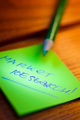 O profissional de marketing pode trabalhar com pesquisa de mercado, obtendo dados sobre o consumidor, os hábitos de consumo e o impacto da chegada de um produto ao mercado.