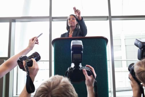 O profissional de Marketing Político atua na comunicação política, cuidando da imagem do candidato, ou no marketing eleitoral.