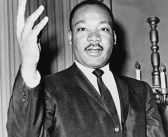 MARTIN LUTHER KING JR. (1929 - 1968)  - Pastor protestante e ativista político americano. Foi um importante líder do movimento dos direitos civis dos negros nos Estados Unidos.