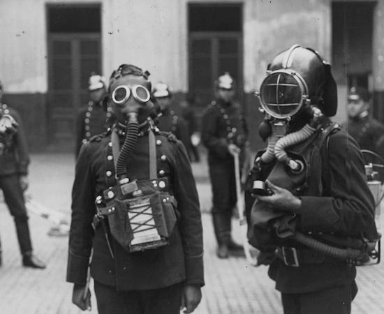 O uso de armas químicas foi responsável por 90 mil mortes durante o conflito. Para se defender, os britânicos desenvolveram as máscaras de gás, hoje fundamentais na indústria e em laboratórios. (Foto: Creative Commons)