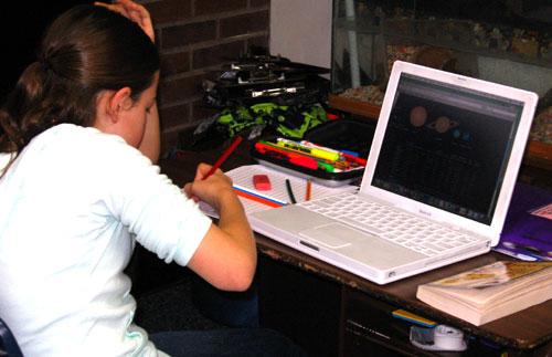 menina-computador-estudo.jpg