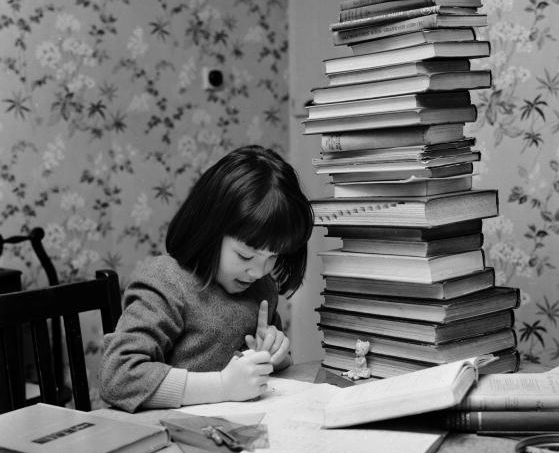 menina-estudando-livros.jpg