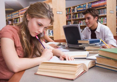menina-livro-menino-laptop.jpg