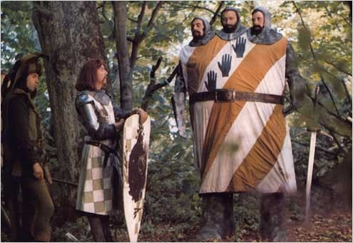 Monty Python em Busca do Cálice Sagrado (1975) - Essa obra britânica conta a lenda do Rei Arthur e a busca pelo Cálice Sagrado de forma irônica. É uma boa forma de rir e ao mesmo tempo mergulhar na Idade média, época de cavaleiros, bruxas, príncipes e reis.