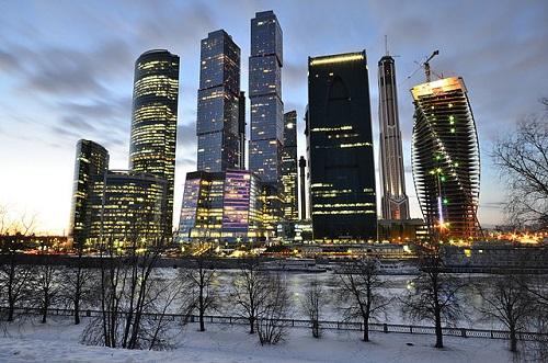 No século 21 a Rússia ressurgiu como um importante personagem mundial no cenário político. O país é um grande exportador de gás natural e petróleo, tendo papel importante no abastecimento energético da Europa. (Foto: Wikimedia Commons)