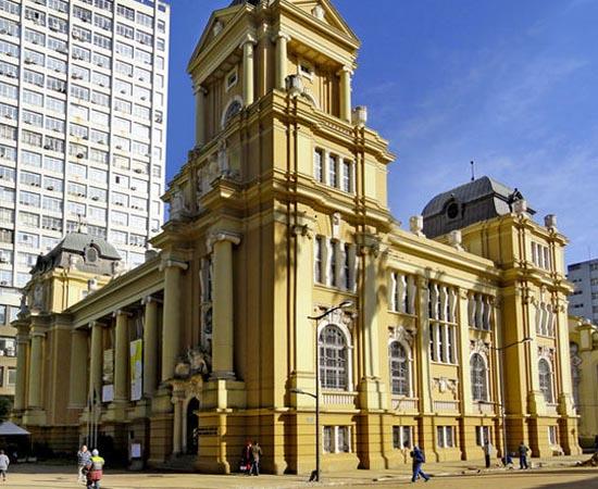 MUSEU DE ARTE DO RIO GRANDE DO SUL - Composto basicamente por arte gaúcha do século 20, possui mais de 2.700 peças, incluindo pinturas, esculturas e gravuras. Está localizado na Praça da Alfândega, em Porto Alegre.