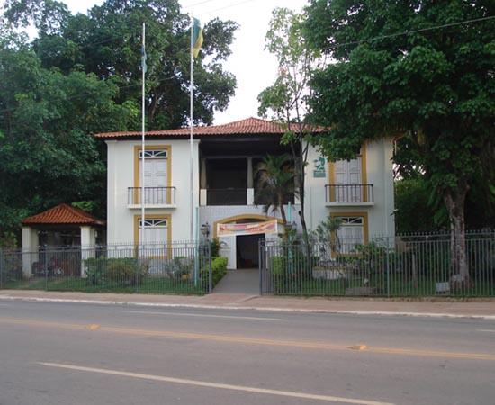 MUSEU DA BORRACHA - Localizado em Rio Branco, no Acre, possui um rico acervo de mais de 5.300 peças. Exibe itens paleontológicos, arqueológicos, etnográficos e históricos, além de obras de arte, manuscritos, fotografias e periódicos.