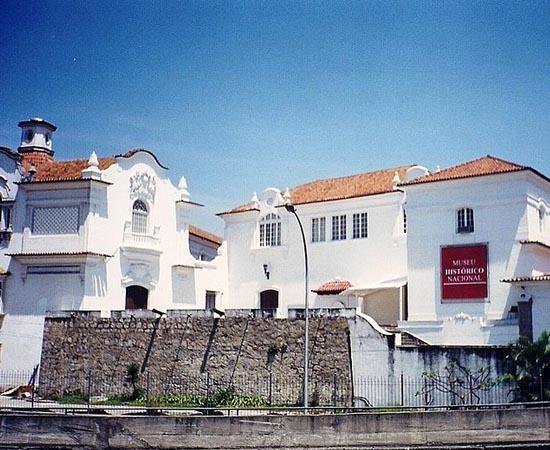 MUSEU HISTÓRICO NACIONAL - Localizado na Ponta do Calabouço, centro do Rio de Janeiro, o Museu Histórico Nacional possui o mais abrangente acervo histórico do país, com mais de 348 mil itens.