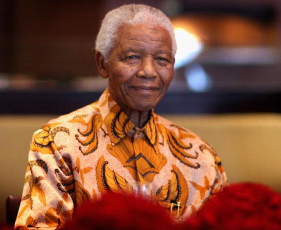 NELSON MANDELA - 1994. É advogado, ex-líder rebelde e ex-presidente da África do Sul. Considerado o mais importante líder da África Negra, ganhador do Prêmio Nobel da Paz de 1993. Antes de se tornar governante, passou 27 anos em cárcere.