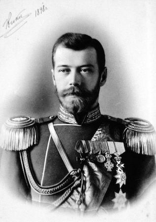 Foi o último imperador da Rússia e o responsável pela entrada do país na Primeira Guerra Mundial. A decisão se mostrou desastrosa para o império e foi uma das causas da Revolução Russa de 1917. (Foto: Wikimedia Commons)