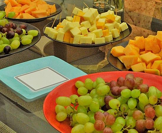 9 - Tome um bom café da manhã com frutas e cereais.