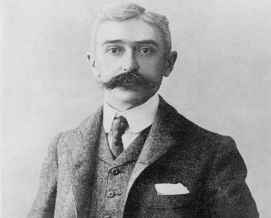 Em 1896, o barão de Coubertin, um apaixonado por esportes, consegue apoio para recriar a competição. Atenas recebe atletas de 13 países e os campeões recebem medalhas de prata e bronze (a de ouro surgiria em 1904).