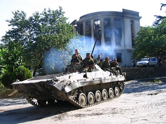 A Ossétia do Sul declarou a independência em 1990, mas a Geórgia nunca aceitou. Em 2008 uma guerra sacudiu a região. A Ossétia do Sul tem o apoio da Rússia na luta pela separação. (Foto: Wikimedia Commons)