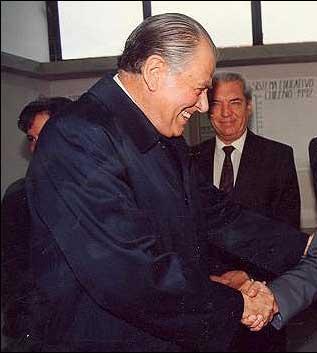Pinochet só foi tirado do poder em 1990, encerrando a última ditadura militar do continente. Ele foi sucedido por Patricio Aylwin (foto), que obteve 55% dos votos válidos na primeira eleição presidencial pós Pinochet. Foto: Wikimedia Commons
