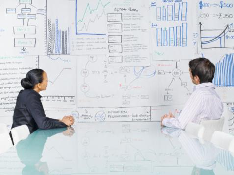 No Planejamento Estratégico, o profissional coleta, analisa e interpreta dados do mercado para a criação de um plano de marketing que vai ajudar a atingir as metas da empresa.