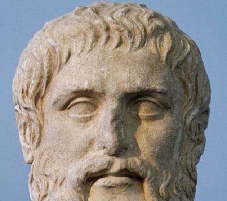 O responsável por apresentar ao mundo os pensamentos de Sócrates. Platão divide seu pensamento entre o mundo sensível (onde vivemos) e o das ideias (acessível somente para a alma). Ele também fundou a Academia, uma escola onde transmitia suas ideias para outros. (Foto: Wikimedia Commons)
