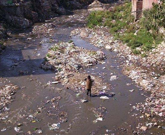 POLUIÇÃO DA ÁGUA - Estude sobre contaminação e saneamento básico.