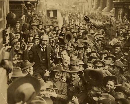 Com a descoberta de ouro o cenário se inverteu de vez, causando uma intensa imigração britânica no começo do século 20. Foi nessa época que a população australiana cresceu. (Foto: Wikimedia Commons)