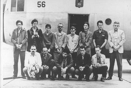 A ditadura teve oposição, inclusive armada: de 1966 a 1974, 1416 civis pegaram em armas. Eles assaltaram bancos, realizaram atentados a bomba, sequestram aviões e até mesmo diplomatas estrangeiros, como o embaixador norte-americano Charles Burke Elbrick. Ele foi solto 2 dias depois, em troca da libertação de presos políticos do regime.