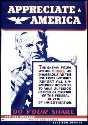 O inimigo que vem de dentro é duas vezes mais perigoso que o inimigo que vem de fora. Reporte todas as atividades não-americanas ao seu superior ou diretor do Federal Bureal of Investigation (FBI) diz o cartaz. O envolvimento com o comunismo era considerado uma atividade não-americana e deveria ser denunciado.