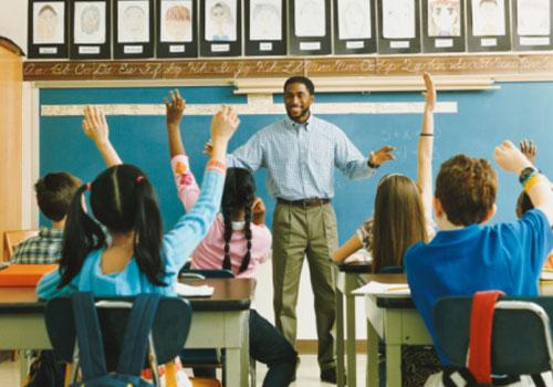 professor-homem-criancas.jpg