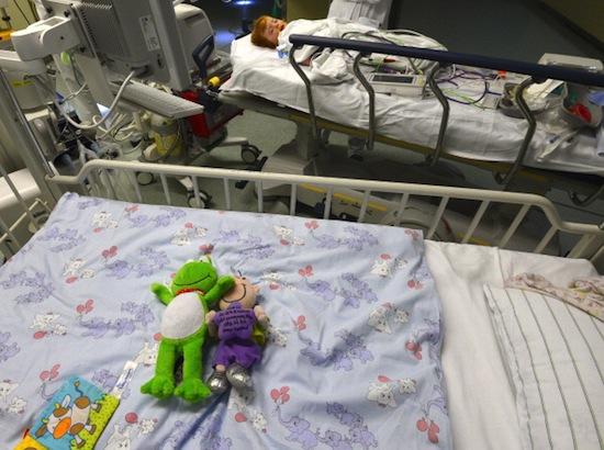PSICOLOGIA HOSPITALAR - Atua no atendimento de pacientes hospitalizados e seus familiares.