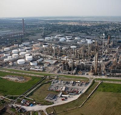 O engenheiro químico é o profissional mais bem pago dessa área. Em média, esse trabalhador ganha R$ 6.109. (Foto: Wikimedia Commons)