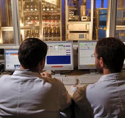 Já o químico industrial exerce sua função em laboratórios. O salário médio é de R$ 3.109. (Foto: Wikimedia Commos)