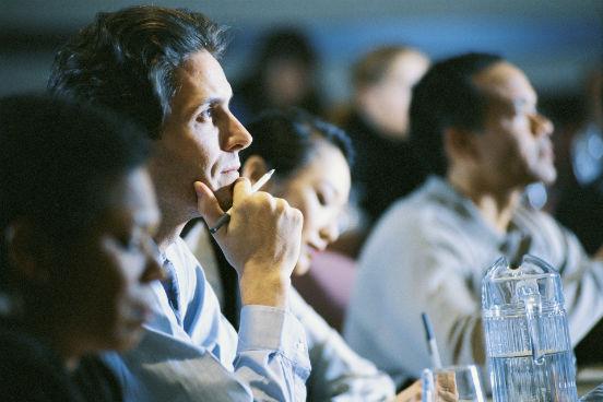 A tradicional revista britânica The Economist aplicou cerca de 7 mil questionários, entre fevereiro e abril de 2015, para avaliar cursos de MBA executivo de todo o mundo. Entre os critérios, entraram para a avaliação a qualidade do corpo docente, as oportunidades de networking e o impacto do curso sobre a carreira, inclusive sob o ponto de vista salarial. Vale destacar que só foram considerados cursos de MBA executivo, isto é, que ocorram em tempo parcial e cujos alunos tenham mais experiência profissional do que os matriculados em cursos integrais de MBA. Veja a seguir as 10 escolas mais bem colocadas no ranking. (Imagem: Thinkstock)