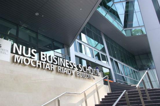 Na 4ª posição, está a National University of Singapore (NUS) Business School, que fica em Cingapura e tem parceria com a University of Californa (UCLA), dos Estados Unidos. Após um ano de curso, seus alunos ganharam um aumento de 22,4% no salário. Além disso, 76% deles receberam uma promoção ou iniciaram seu próprio negócio. (Imagem: Divulgação/NUS)
