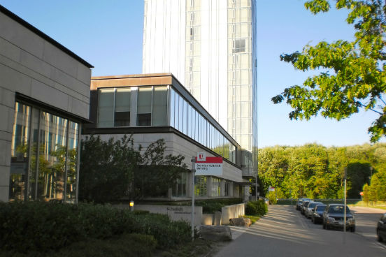 Parceria entre Estados Unidos e Canadá, o programa Kellogg-Schulich está em 5º lugar na lista daThe Economist. Seus alunos receberam um aumento de 38,6% no salário um ano após o curso e, além disso, 81% deles abriram um novo negócio ou foram promovidos em seus empregos. (Imagem: Wikimedia Commons/Overleveraged)