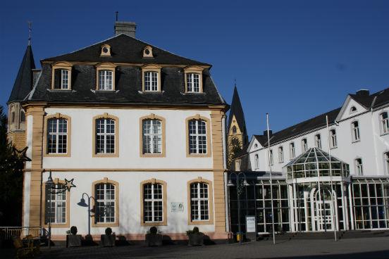 Já o programa Kellogg-Beisheim, que é resultado de uma parceria entre Estados Unidos e Alemanha, teve 68% de seus alunos promovidos ou envolvidos em um negócio próprio depois de terem concluído o curso. Eles também receberam, em média, 51,4% de aumento em seus salários um ano após o término do curso. (Imagem: Wikimedia Commons/Reinhardhauke)